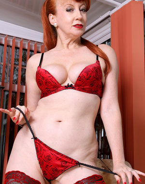 Mature MILF Red shows her stuff