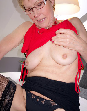 Mature hottie Georgina C showing off