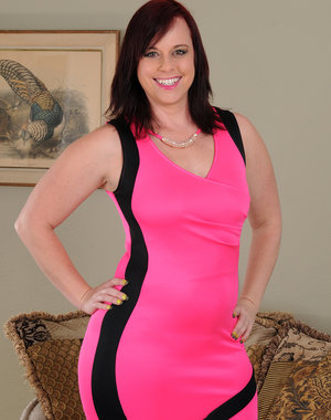 Gorgeous curvy hottie Virgo Peridot takes off her bright pink dress for us