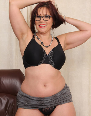 Horny curvy secretary Sasha Karr hops on the desk and spreads wide open