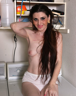Long haired 31 year old housewife Aurora Jade makes laundry fun