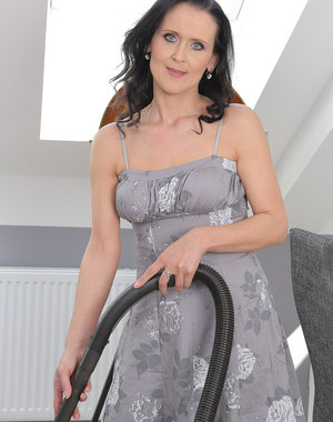 After housework 35 year old Pamela Price likes to finger her pussy