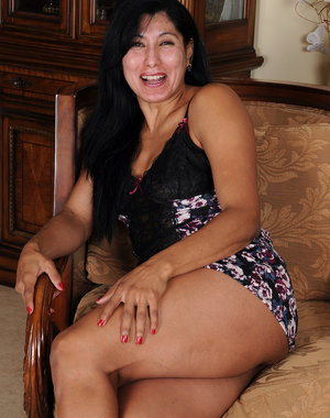 43 year old Estrella Jane spreading her mature pink for the camera