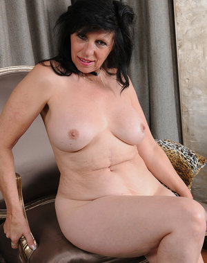 58 year old housewife Raven Flight opens her mature legs and pussy