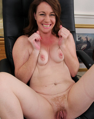 After a long day at work 41 year old Molly Golly likes to get naked