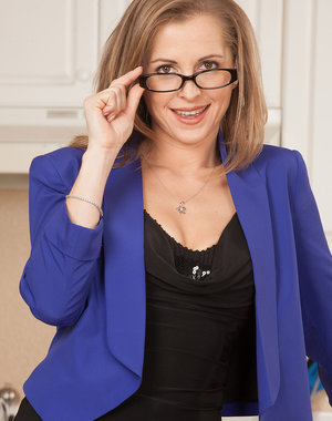 Blonde MILF Melissa Rose takes off her glasses and clothes here
