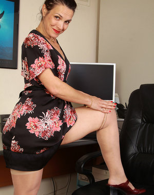 Horny 41 year old Fefe from AllOver30 playing the perfect office MILF