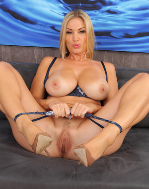 Hot blonde MILF Carol plunges a glass dildo deep inside her pussy