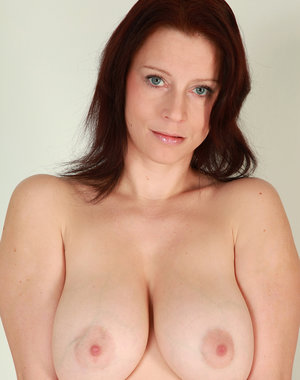 Sexy redheaded MILF Carol spreading her 34 year old pussy wide