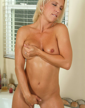 Stunning blonde MILF Ashley L gets herself off in the bathtub