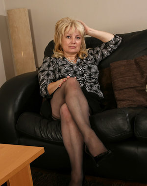 50 year old Cindy loves to finger her mature pussy when she can