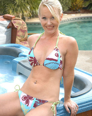 Blonde MILF does a little skinny dipping in her back yard
